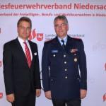LFV-Präsident Karl-Heinz Banse mit dem Staatssekretär Stephan Manke.