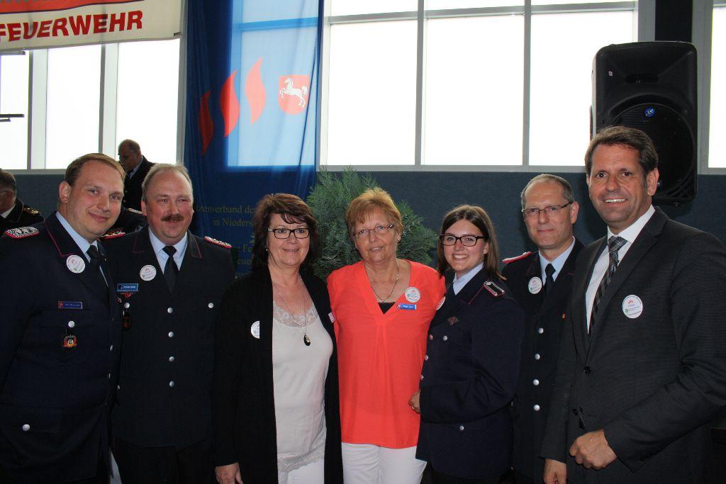 Das Team der Landesgeschäftsstelle des LFV NDS mit dem Niedersächsischen Minister für Wirtschaft, Arbeit und Verkehr, Olaf Lies (MdL), während der 104. Landesverbandsversammlung 2016 in Otterndorf.