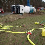 09.02.2016 – Mit Methanol beladener Tankzug umgekippt