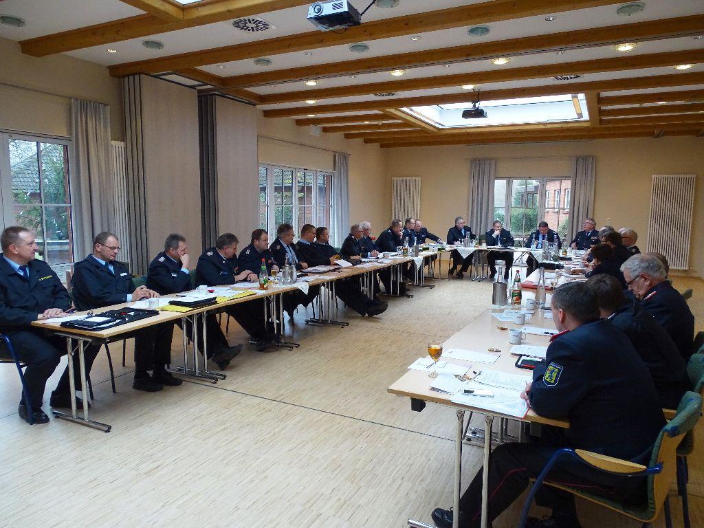 Die Teilnehmer der diesjährigen Dienstversammlung des LFV-Bezirks Lüneburg hörten hier gerade die Berichte der Funktionsträger.